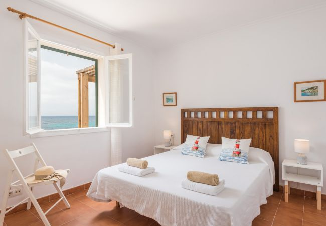 Mon Palau – Wonderful holiday home on the seafront Biniancolla